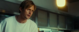 Young bartender Lincoln (Alexander Skarsgård), Susanna's new husband, prepares Maisie an egg breakfast she doesn't want to eat.