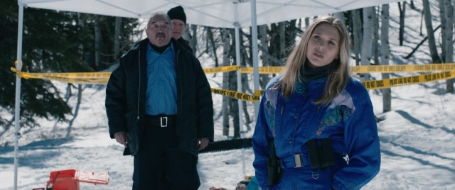 Unaccustomed to the harsh subzero temperatures of the Wind River reservation, FBI agent Jane Banner (Elizabeth Olsen) carries out her work in hand-me-down ski suits, to some skepticism from the local police force.