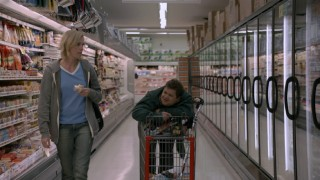 Mavis (Charlize Theron) and Matt (Patton Oswalt) go food shopping in this deleted scene.